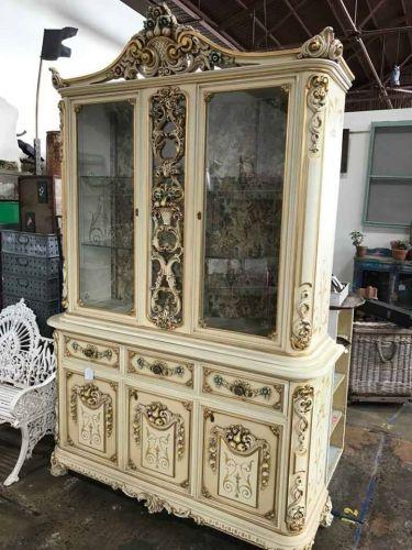 Silik cabinet with gold leaf design