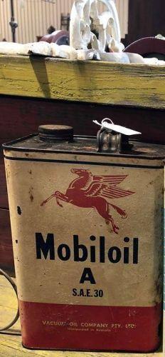 Vintage Mobil oil tin